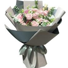 11枝粉佳人玫瑰,白色相思梅、尤加利叶搭配