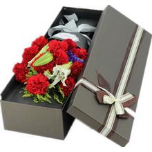 11朵红色康乃馨,2支多头白百合图片