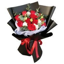 11朵红玫瑰、6朵桔梗花束图片