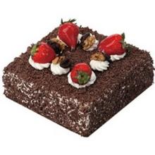 方形巧克力蛋糕 草莓 核桃表面搭配