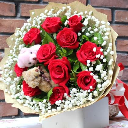 11枝红玫瑰图片