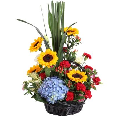 向日葵5枝,红色康乃馨11枝,蓝色绣球1枝,手提花篮图片