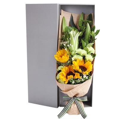 向日葵3枝,绿色康乃馨8枝,多头白百合2枝,礼盒款图片