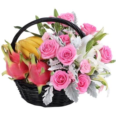 苏醒玫瑰12枝,多头白百合3枝,时令水果,手提果篮图片