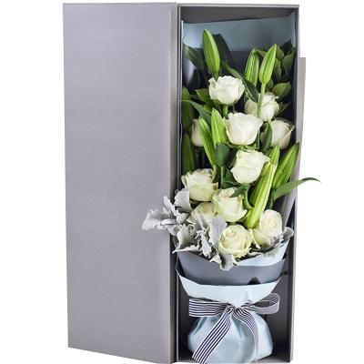 雪山白玫瑰11枝,多头白百合3枝图片