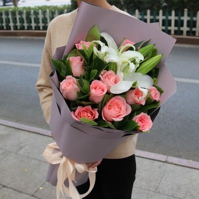 11枝戴安娜玫瑰,2枝多头白百合图片