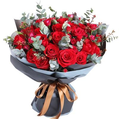 33枝红玫瑰图片