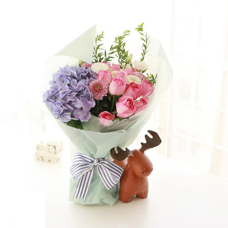 11朵苏醒粉玫瑰,1枝蓝色绣球图片