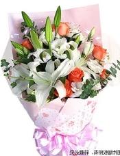 6枝粉玫瑰,3枝白香水百合,白色桔梗适量,绿叶点缀
