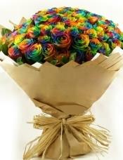 精心挑选99高级彩虹玫瑰(荷兰进口),绿叶周边围绕。特殊花材请至少提前3-5天订购。