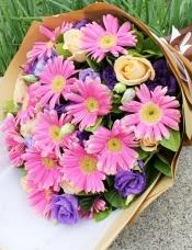 精心挑选12枝扶郎,9朵香槟玫瑰,桔梗,绿叶点缀,美丽迷人