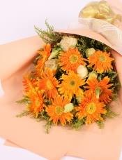 精心挑选11朵金黄色扶郎,搭配黄莺和桔梗,美丽迷人
