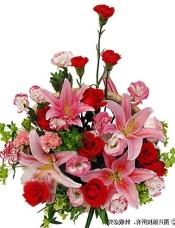 红色/粉色/紫边康乃馨共6枝,红玫瑰7枝,粉香水百合2枝(5朵),粉桔梗+叶上黄金+绿叶