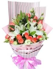 19枝粉玫瑰,3枝白香水百合,白色桔梗适量搭配