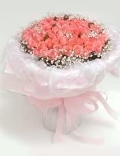 108枝粉(或红)玫瑰(长柄),配满天星。