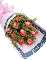 9枝粉玫瑰,黄莺丰满搭配
