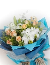白香水百合2枝,香槟玫瑰10枝,黄莺丰满,5