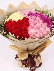 精心挑选99朵混色康乃馨,点缀栀子叶,满天星,美丽迷人
