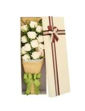 精品白玫瑰11支,搭配适量绿叶