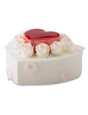小心形:戚风蛋糕+玫瑰慕斯夹层+树莓淋面 下层:原味戚风蛋糕+玫瑰慕斯夹心