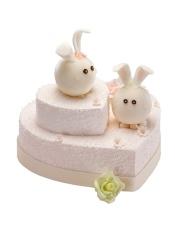 上层:原味戚风蛋糕+酸奶提子夹心 下层:果仁蛋糕+乳脂奶油