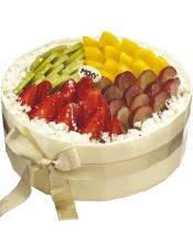 主要原料:优质蛋糕胚、奇异果、黄桃、大红提、草莓(根据季节变化)、白巧克力