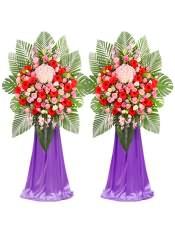 红色扶郎花、粉玫瑰、粉康乃馨、粉色洋桔梗、白色洋桔梗、粉绣球、粉色金鱼草,搭配适量散尾葵、龟背叶、尤加利,类型 :单个花篮