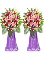 红玫瑰、粉玫瑰、香槟玫瑰、粉多头百合,搭配适量紫色勿忘我、红豆、散尾葵、龟背叶、栀子叶、尤加利、剑叶,类型 :单个花篮