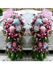 粉色绣球、蓝色绣球、粉玫瑰、粉色洋桔梗、浅绿色洋桔梗、紫色洋桔梗、搭配适量尤加利、各色金鱼草、粉色勿忘我、红色相思梅、巴西叶