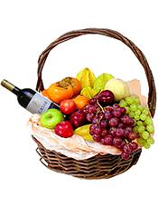 葡萄、苹果、提子、柿子等时令水果+1瓶恺撒赤霞珠干红 。