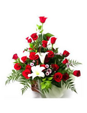 18枝红色玫瑰,多头白色香水百合1枝,粉色槟菊+绿叶丰满