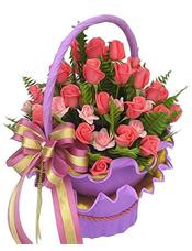32枝艳粉玫瑰,18枝浅粉玫瑰,绿叶丰满