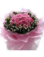 29枝水蜜桃色玫瑰,满天星,绿叶围绕