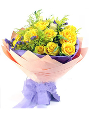 11枝黄玫瑰,黄英、勿忘我间插