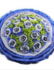 18支蓝玫瑰,棉纸纱网双层独立包装,八卦叶间插。
