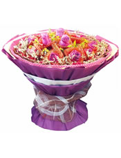 11枝紫玫瑰红色纱网单独包装,满天星、配草间插