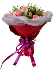 18枝粉玫瑰,2枝多头香水百合,黄英丰满