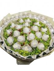 21枝香槟玫瑰独立包装,火龙珠、黄英丰满(香槟属特殊花材,需要提前3天预订)。