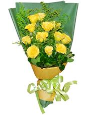 12枝黄玫瑰,黄英、绿叶间插
