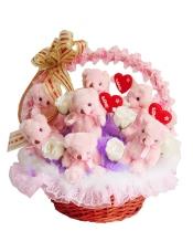 11只粉色泰迪关节小熊(四肢可活动)、11只白色香皂玫瑰、进口法式材料!精美花篮~  站高:45cm宽度: 45cm