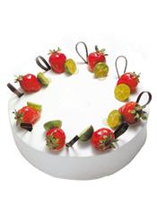 芝士蛋糕,周边水果装饰(季节地区差异,选择时令水果装饰)