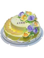 双层鲜奶蛋糕,下层时令水果装饰,紫色、黄色奶油花装饰