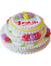 三层圆形鲜奶蛋糕,各层有奶油鲜花装饰