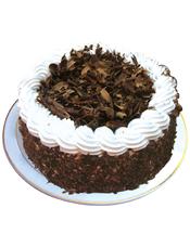 黑森林蛋糕,巧克力屑铺面,白色奶油围边装饰。