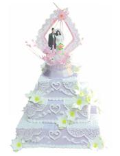 三层方形鲜奶蛋糕,白色雕花,鲜奶百合花