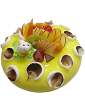圆形奶油果酱蛋糕,时令水果装饰,1只可爱小蛇。