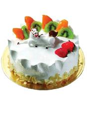 圆形鲜奶蛋糕,时令水果装饰,中间一只白马,底层巧克力片围边