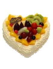 心形欧式水果蛋糕,各色水果点缀装饰。