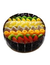 圆形欧式蛋糕,各式新鲜时令水果铺面,巧克力片围边。