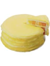 圆形芒果千层蛋糕,芒果果肉、超薄鸡蛋皮、新鲜奶油层层叠加,香滑柔嫩,细腻鲜香。